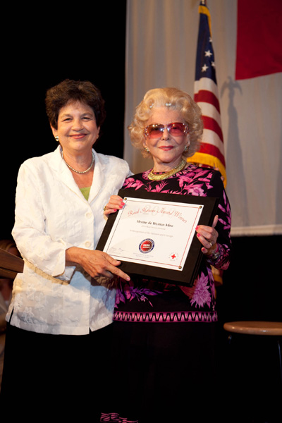Mayor Lois Frankel presents the 2010 Real Hero Honoree Award to Herme de Wyman Miro, Founder of the International Society of Palm Beach