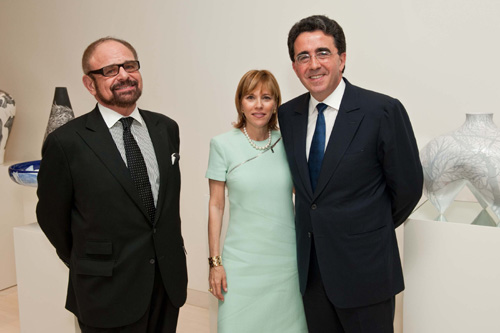 At a dinner at the home of architect Dr. Santiago and Mrs. Robertina Calatrava to honor supporters and friends of the Technion-Israel Institute of Technology, American Technion Society (ATS) Executive Vice President Melvyn H. Bloom; event chairman Laura Flug; and Dr. Santiago Calatrava
