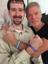 Actor and movie star Stephen Lang (right) of Avatar wears a LUNGevity Stop Lung Cancer bandy with lung cancer survivor Dan Powell (left).