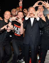 Hugh Jackman and No Doubt pose onstage with Hugh Evans (CEO of Global Poverty Project), Jim Yong Kim (President of the World Bank) and UN Secretary General, Ban Ki-Moon at the 2014 Global Citizen Festival to end extreme poverty by 2030 at Central Park on September 27, 2014 in New York City. (Photo by Kevin Mazur/Getty Images for Global Citizen Festival)