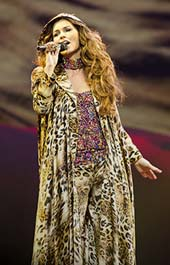 Shania Twain.  Photo by:  Sandbox Entertainment