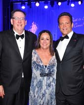 �The Duke� honoree Dr. Steven O�Day, Anita Swift (Auxiliary president and granddaughter of John Wayne)  and �True Grit� honoree Vince Vaughn.  Photo by:  Vince Bucci